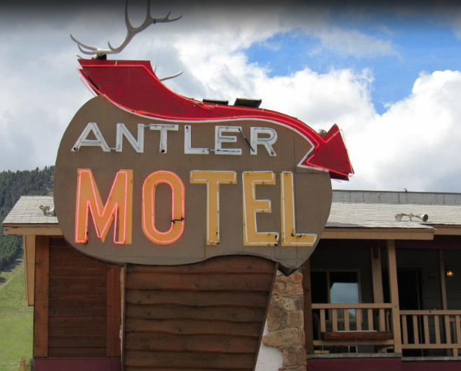 Antler Motel - Housekeeper 10.50$ + tips