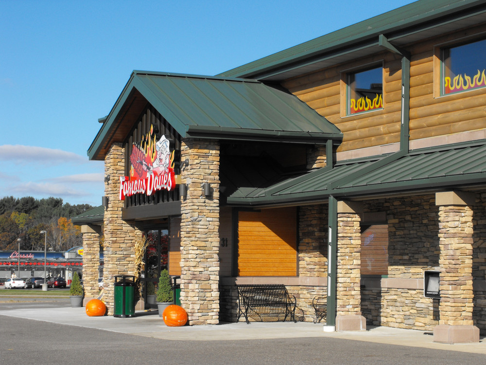 Famous Daves Lake Delton - Host or Hostess