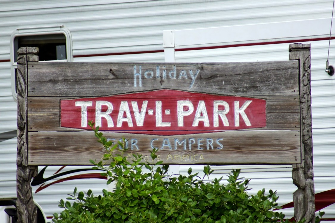 Holiday Trav – L Park - Food Service Worker 8.00$