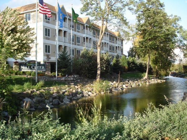 Mill Creek Hotel - Front Desk Reception 9.00$