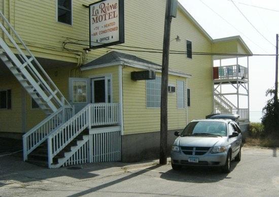 Copley LaReine Motel - Housekeeper 10.00$