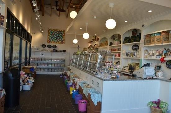Dolle's Candyland Inc - Sales Clerk