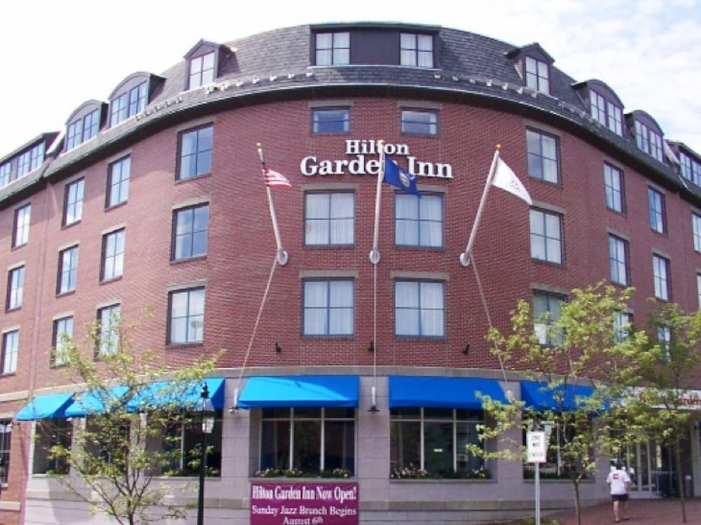 Hilton Garden Inn - Room Attendant 10.50$ + tips
