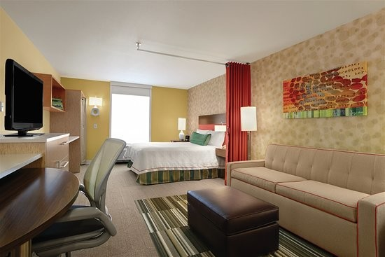 Home2 Suites by Hilton Ocean City Bayside - Breakfast attendant