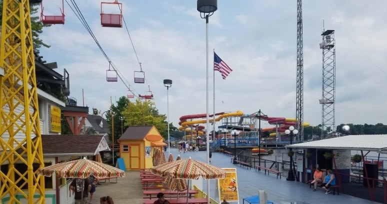 Indiana Beach Amusement - Food Service 9.00$