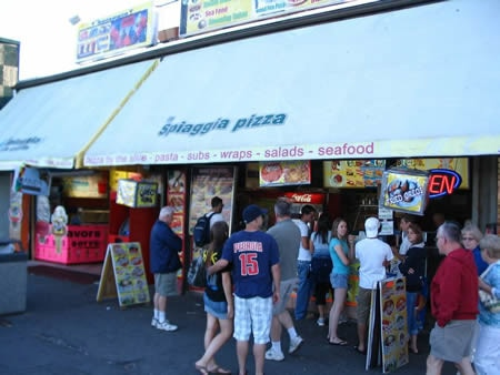 La Spiaggia Pizza Inc - Food Service Associate 7.50$
