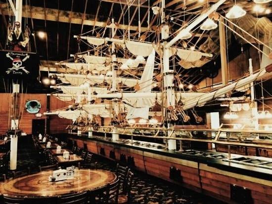 Seafood House INC - Server 2.13$ + tips