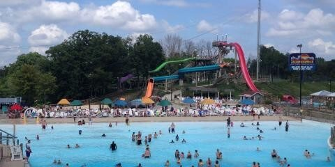 The Beach Waterpark - Food Service Worker 9.00$
