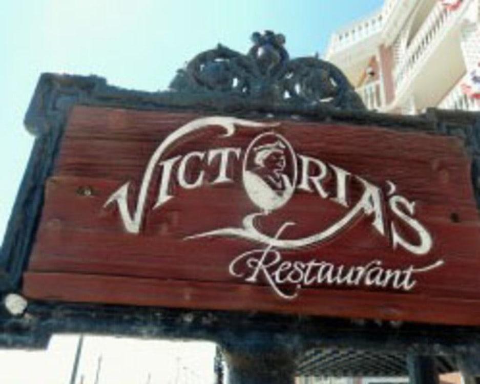 Victorias Restaurant - Busser