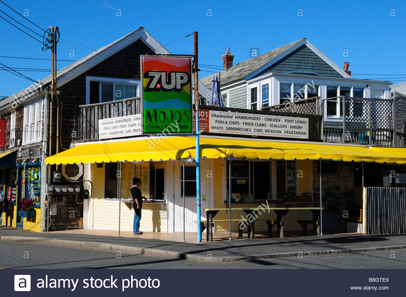 mojos-fast-food-restaurant-provincetown-cape-cod-usa-B6GTE9